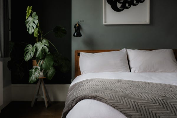 ADD A LUXURIOUS TOUCH TO YOUR BEDROOM