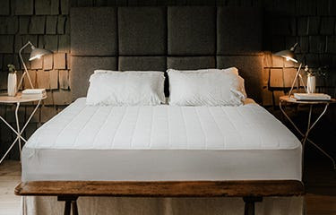 AWARD-WINNING BOUTIQUE HOTEL BEDDING.